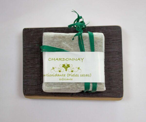 jabonera de duela con jabón exfoliante de vino chardonnay